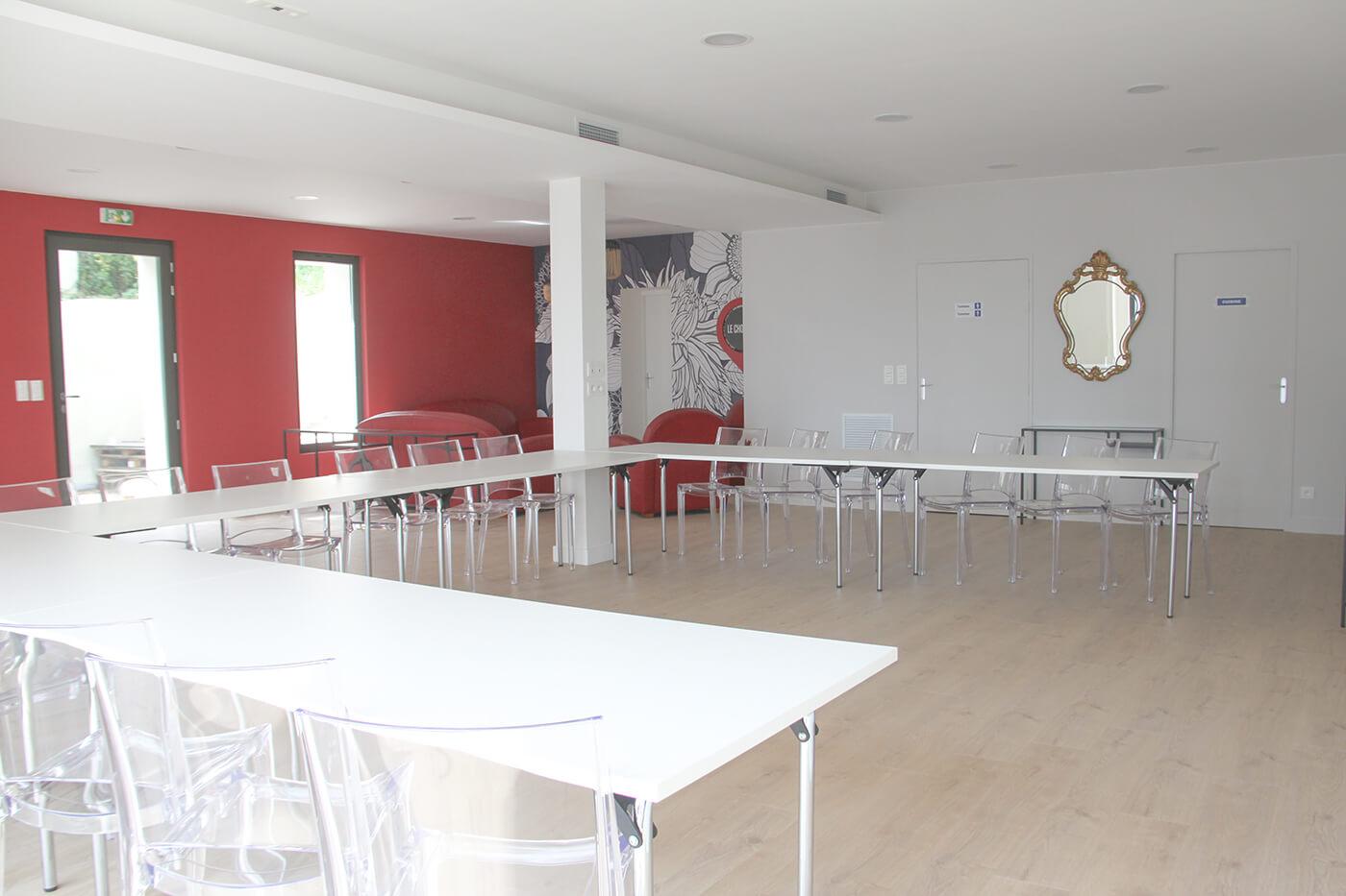 La salle de réunion : exemple de configuration des tables